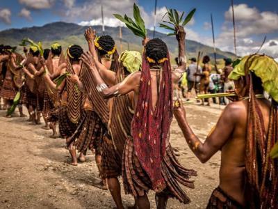 新加坡摄影师深入印尼传统部落达尼族 揭开他们鲜为人知的文化