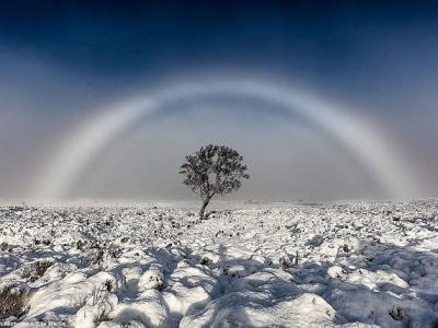 英国苏格兰西部的兰诺赫高地出现罕见白色彩虹