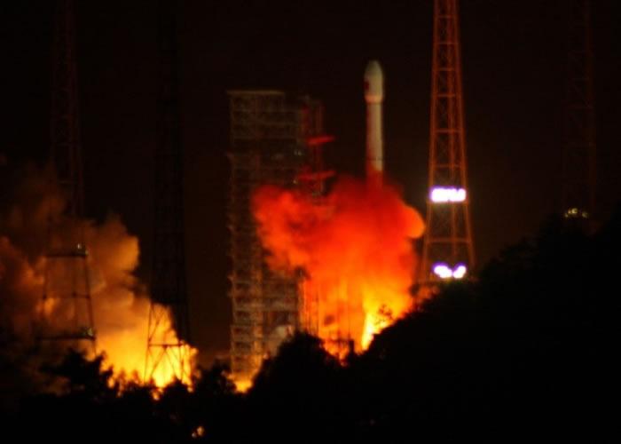"""中国发射第四颗中继卫星""""天链一号04星"""""""