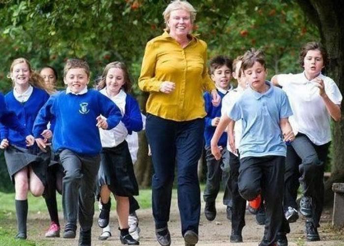 研究指英国儿童常久坐,体育活动比例低。
