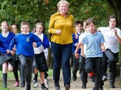 研究指英国儿童常久坐 体育活动比例低