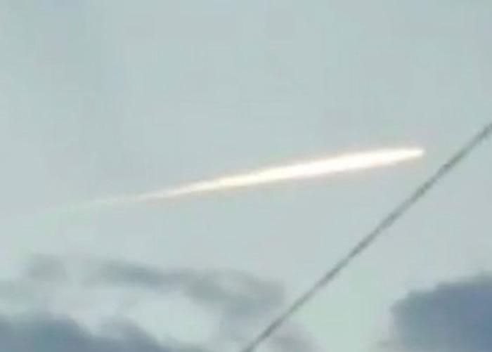 日本福岛县海域发生地震后疑拍到陨石坠落
