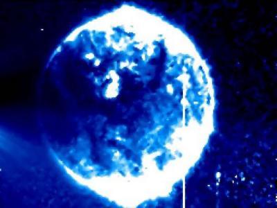墨西哥UFO爱好者:NASA太阳观测卫星STEREO相片中疑似UFO的巨大球体飞过太阳