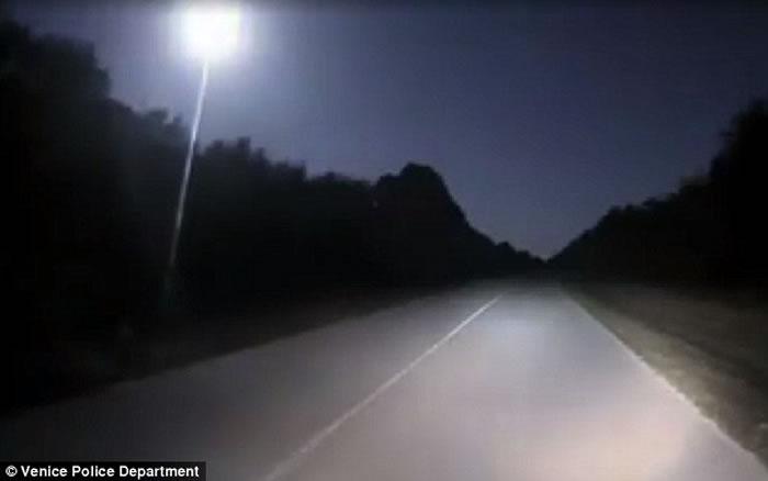 美国多地夜空出现巨大火球 火流星被误认UFO入侵地球