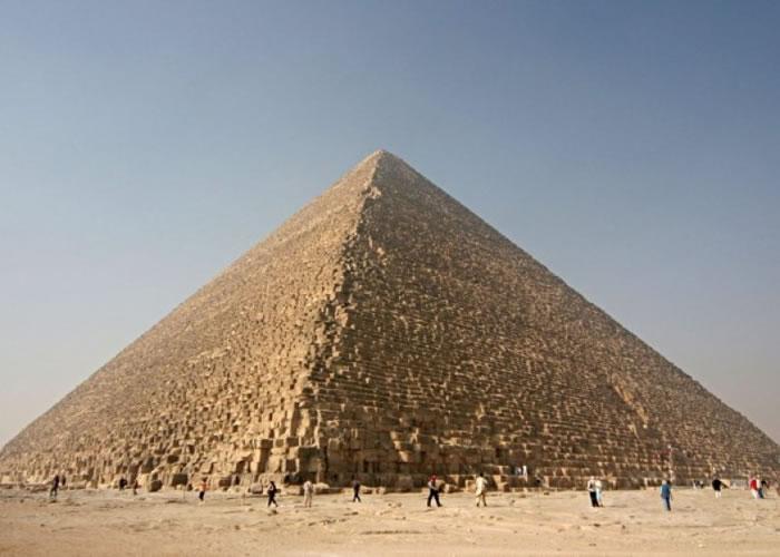 图为在埃及开罗的吉萨金字塔群。(资料图片)