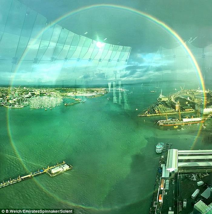 英国汉普郡的朴茨茅斯现罕见圆形彩虹