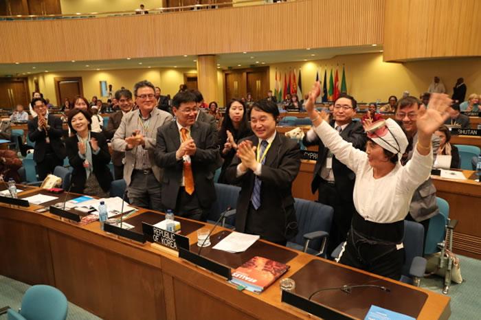 联合国教科文组织正式将韩国济州海女文化列入人类非物质文化遗产