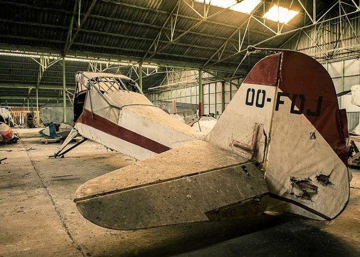 伯尼尔无意中发现废弃的机库。