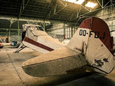 比利时工程师乡村探险发现废弃巨型飞机仓库