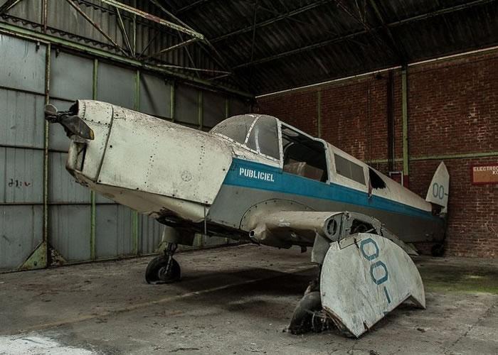"""伯尼尔称机库是""""飞机爱好者的乐园""""。"""