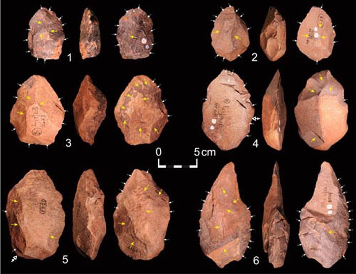 距今50万年的Cave of Hearths遗址出土的部分手斧标本(李浩供图)
