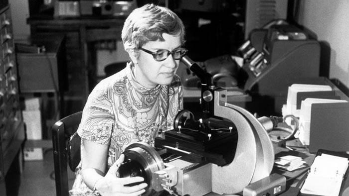 证明暗物质存在、建立开创地位的天文学家Vera Rubin去世