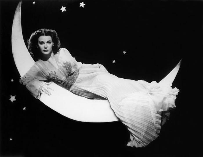 女演员海蒂‧拉玛在鱼雷控制机制的发展上有很大的贡献,她的灵感其实源于自动演奏钢琴。 PHOTOGRAPH BY CLARENCE SINCLAIR
