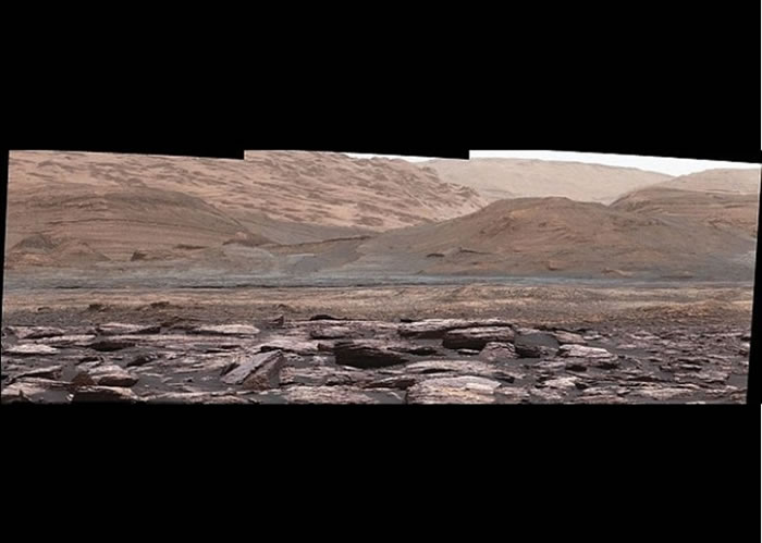 好奇号在火星拍到紫色的岩石。