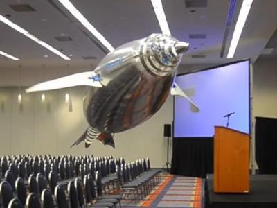德国专门设计工业机器人的公司制飞翔机器动物 蝴蝶企鹅水母半天飞