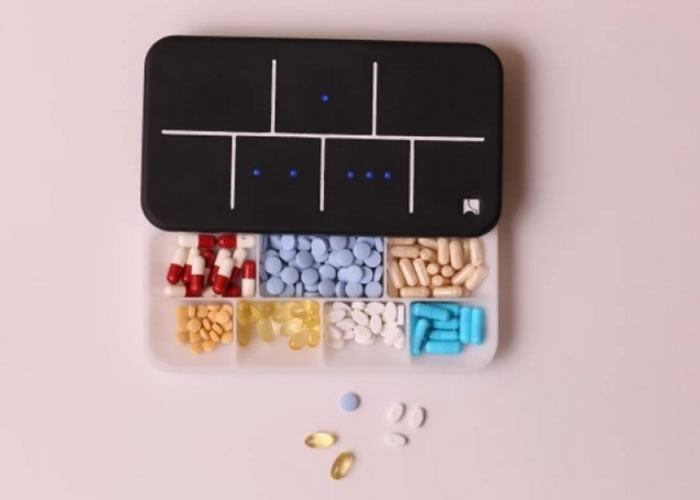 智能药盒会在指定时间发出声响提醒用家。