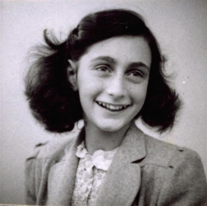 安妮最终被德军捉拿,于集中营身亡。