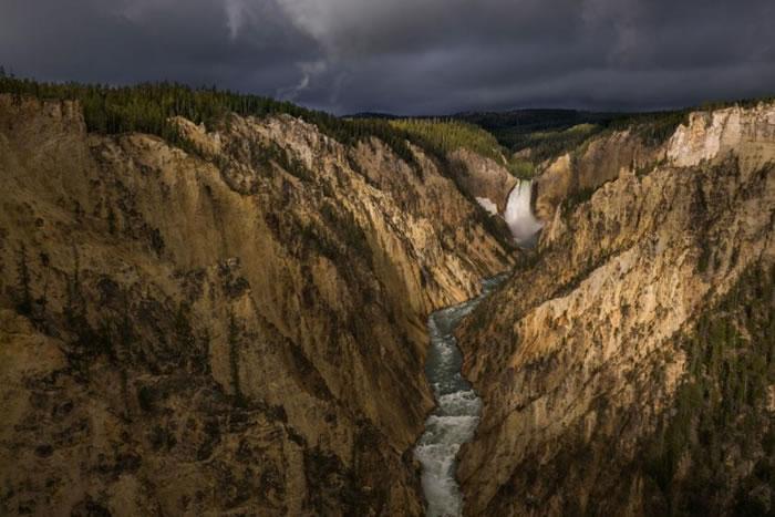 犹如油画的美国大峡谷。