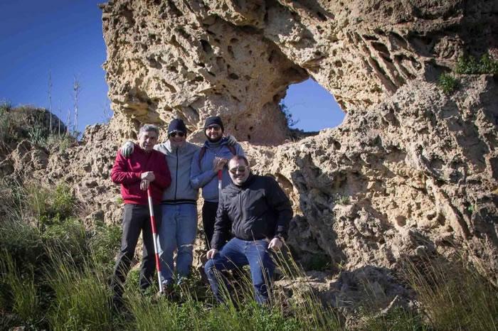 """意大利西西里岛南部海岸发现新石器时期的""""日历石"""""""