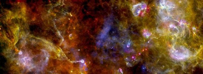 天鹅座恒星形成区的X光影像。 PHOTOGRAPH BY NASA