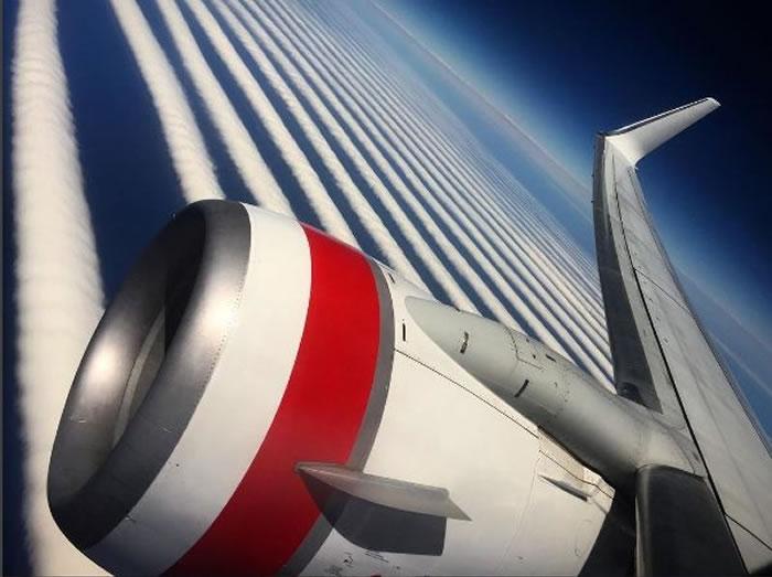 """澳洲天空出现""""斑马线""""?"""