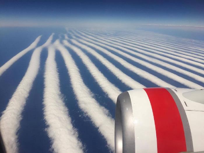 Ilya Katsman在维珍澳洲航空拍下多条平行飞机云