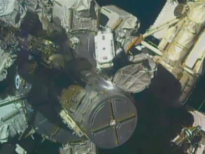 太空人新年首次舱外任务 换国际太空站电池