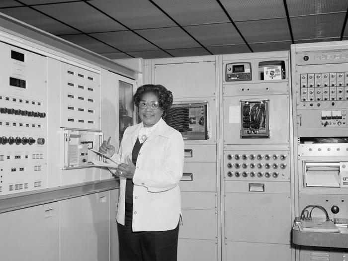 玛莉.杰克森在太空总署担任数学家和航太工程师,时间长达34年。 PHOTOGRAPH BY NASA LANGLEY RESEARCH CENTER