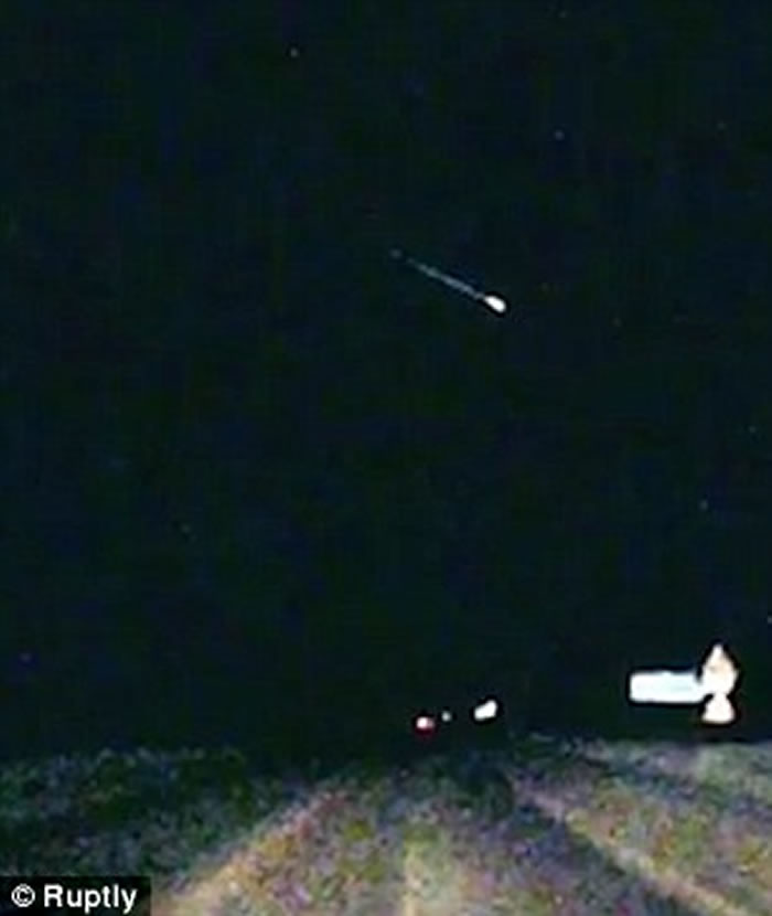 俄罗斯司机巧遇象限仪座流星雨 巨大殒石划夜空