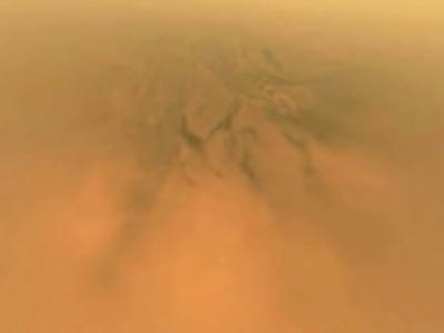 """NASA土星探测船""""卡西尼""""搭载的探测器""""惠更斯""""拍摄的图像揭开土卫六神秘面纱"""