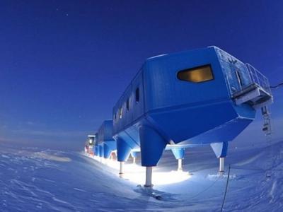 """南极现40公里长冰缝 英国南极""""哈利6""""研究站被迫搬迁撤离"""