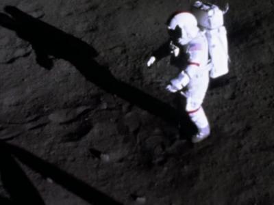 最后一个在月球漫步的美国宇航员Gene Cernan逝世