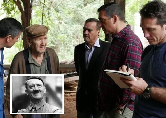 贝尔(右二)及其团队考证研究,认为希特勒(小图)当年并没自杀身亡,而是逃到南美洲。
