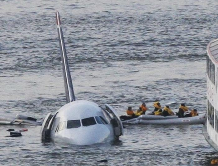 有飞机曾急降纽约哈德逊河。