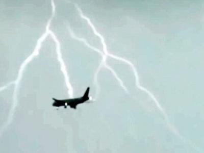 触目惊心!闪电击中空中俄罗斯客机 幸未酿成空难