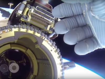 NASA新招!UFO飞过国际空间站时宇航员如来神掌挡镜头