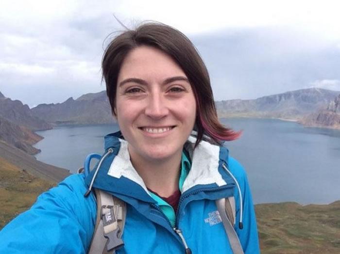 参与火山研究的科学家亚科维诺