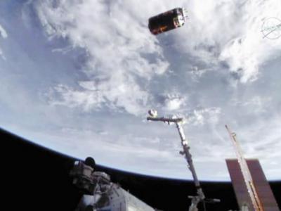 """日本无人货运飞船""""鹳""""6号机清除太空垃圾实验失败"""