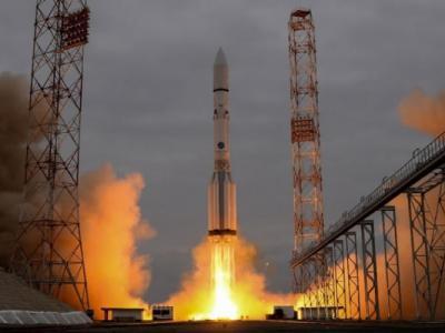 """俄罗斯大型运载火箭""""质子号""""因为引擎故障问题将暂时停止升空3个半月"""