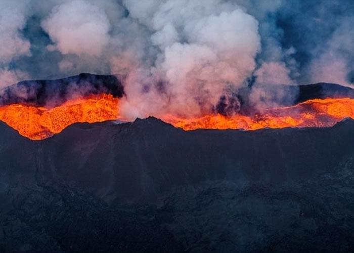 巴达本加火山早年曾爆发。