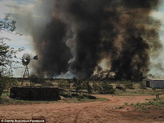 澳洲西部强风加山火吹起罕见火龙卷