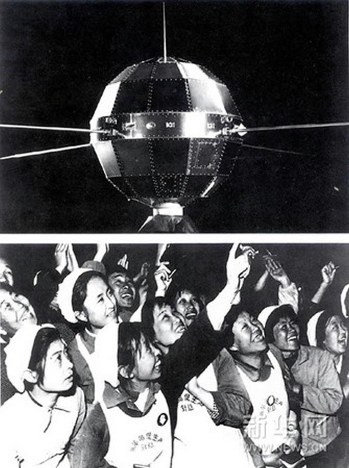 中国第一颗人造地球卫星「东方红一号」发射,当时大陆民众争相眺望「东方红一号」通过北京上空。