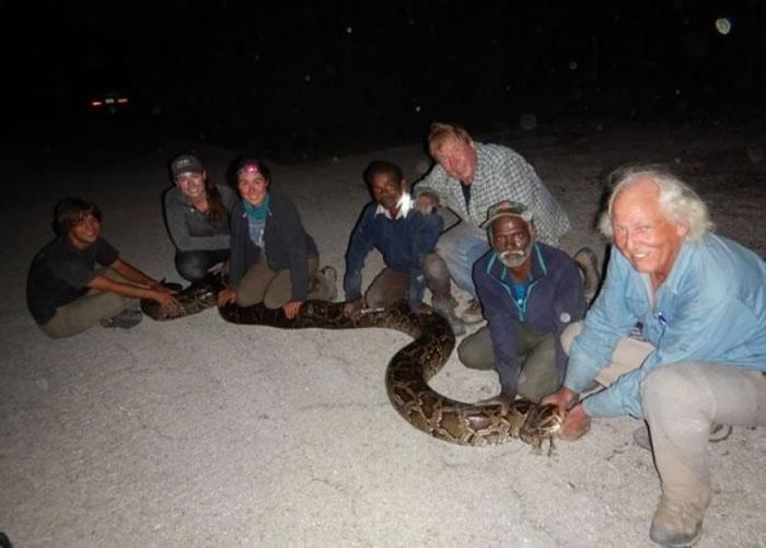 萨戴安和戈帕尔现时十分享受在佛州捉蛇。