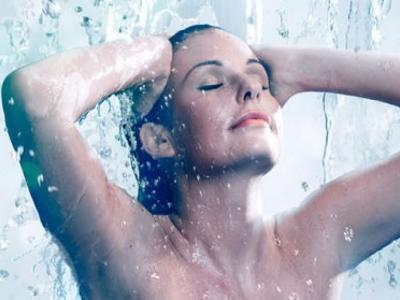 早上起来觉得好困?90秒洗澡法助你极速提神