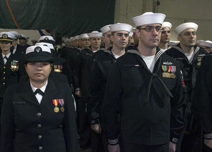 官兵出席企业号退役仪式。