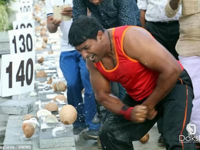 印度喀拉拉特邦大力士Abeesh Dominic1分钟击碎124个椰子刷新世界纪录
