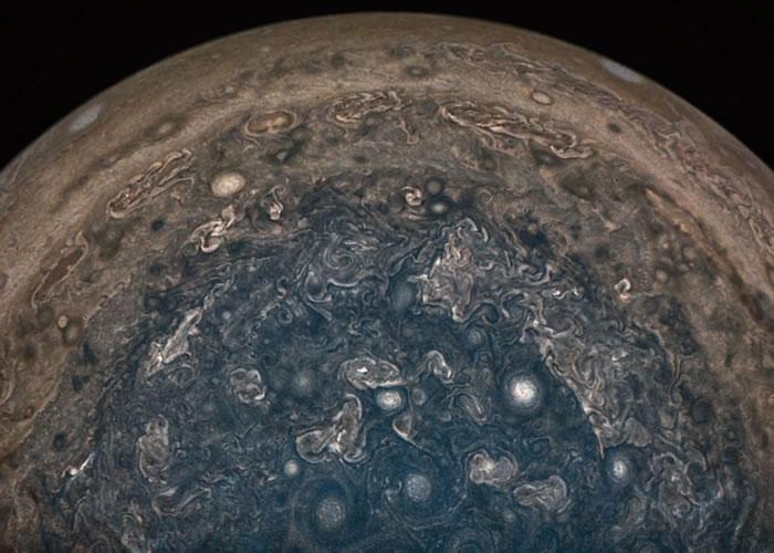 木星南极正面图片。