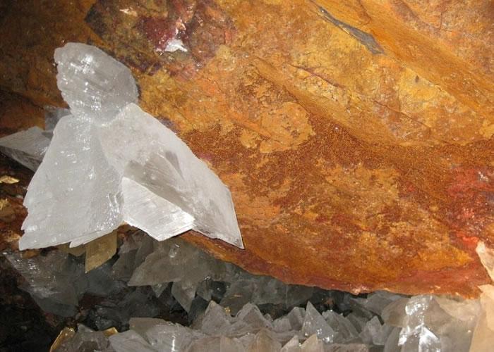 """科学家在奈卡水晶洞找到""""超级生命""""。"""