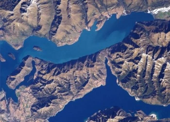 图为拍得西兰洲外貌的卫星图片。 <br>