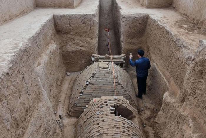 河南郑州黄河南岸思念果岭旁发现2000年前奇特古墓 内藏金字塔状结构墓室